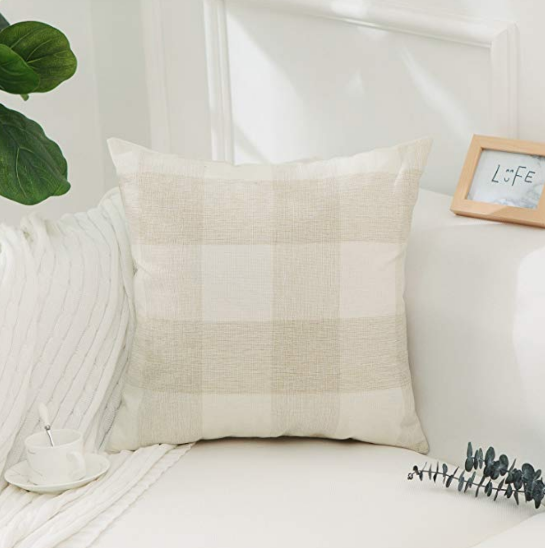 farmhouse decor for your living room on a budget